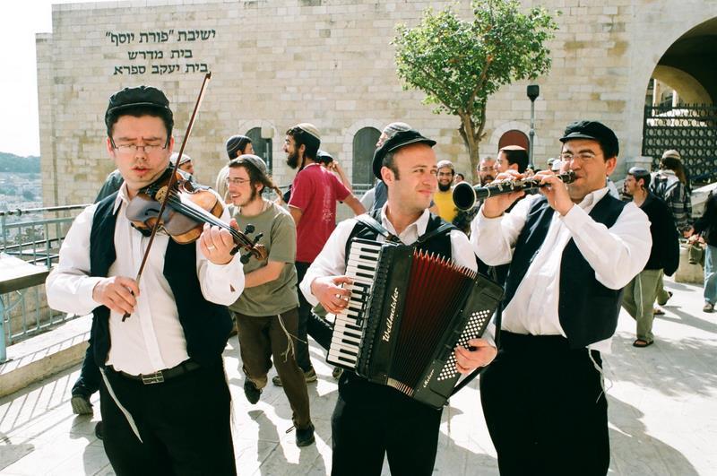 להקת כליזמרים בכותל תרועות השמחה
